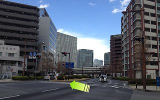 3)戸部7丁目交差点の横断歩道を左に渡る