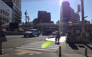 6)浜中央郵便局と崎陽軒本店の間の道を直進
