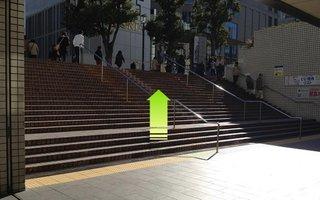 3)階段を上り右方向へ