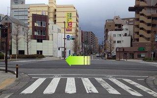 8)国道1号線にぶつかったら横断歩道を渡らずに左折