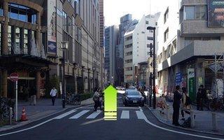 5)横浜中央郵便局と崎陽軒本店の間の道を直進
