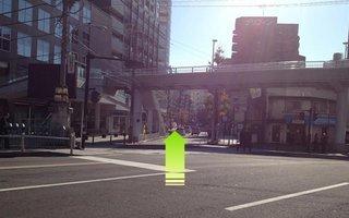 7)万里橋を渡りきったら横断歩道を渡り左前方の道路を直進